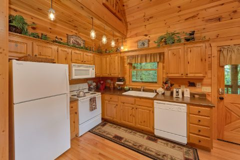 1 Bedroom 2 Story Cabin sleeps 6 - Bear'ly Makin' It