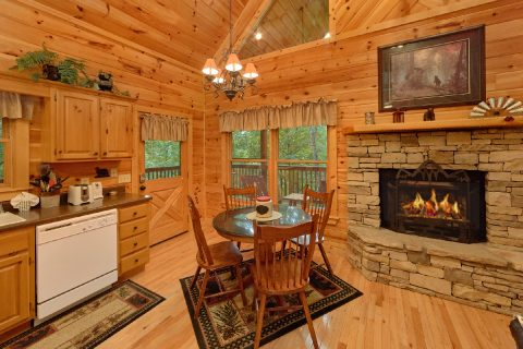 Open Floor Plan 1 Bedroom Cabin Sleeps 6 - Bear'ly Makin' It