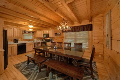 4 Bedroom Cabin with Large Dining Table Seats 10 - Bearly Rustic