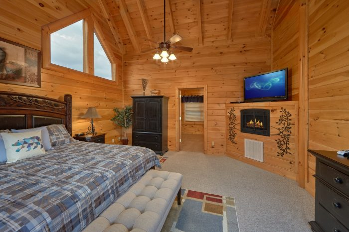 Spacious King Bedroom, Large TV, and Fireplace - Bearly Rustic