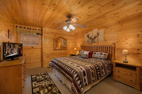 4 Bedroom Cabin with King Bedroom - Bearly Rustic