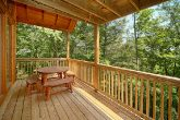 Gatlinburg 2 Bedroom Cabin with a Picnic Table