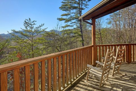 2 Bedroom Cabin with a View and Rocking Chairs - Bears and Beyond