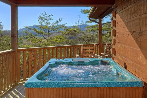 Spacious 2 Bedroom Cabin with Private Hot Tub - Bears and Beyond