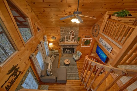 Beautiful 2 Bedroom Cabin Sleeps 9 - Bears Hideaway