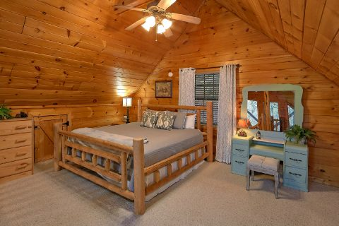 Large Open Loft with Extra Sleeping Sleeps 9 - Bears Hideaway