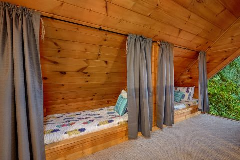 Kids Loft Sleeping - Bears Hideaway