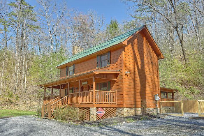 Bear's Lair Cabin Rental Photo
