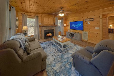 Comfortable 2 Bedroom Cabin with Fireplace - Bear's Lair