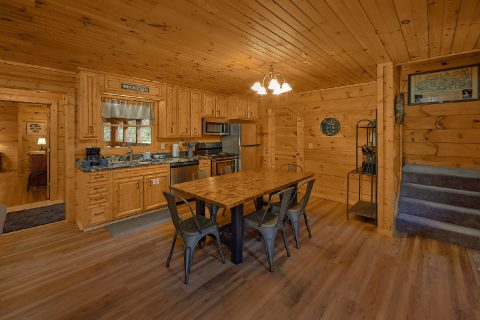 Private Cabin with Dining for 6 - Bear's Lair