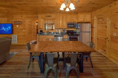 Dining Table and Chairs, Sleeps 6 - Bear's Lair