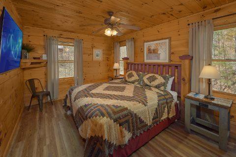 King Bedroom with Flatscreen TV - Bear's Lair