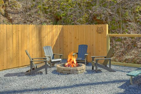 Smoky Mountain 2 Bedroom Cabin with Fire Pit - Bear's Lair