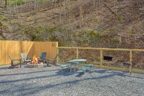 2 Bedroom Cabin with Spacious Outdoor Seating - Bear's Lair