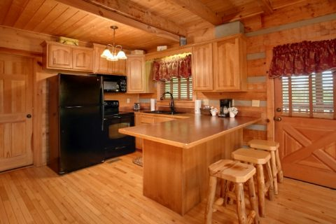 Wears Valley Cabin with Kitchen and Bar Seating - Bearway To Heaven