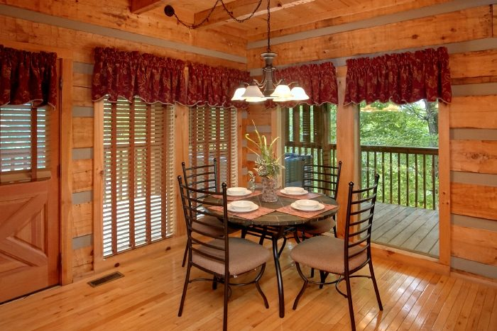 2 Bedroom Cabin with Dining Room for 6 - Bearway To Heaven