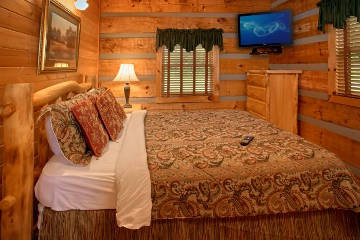 Rustic Cabin that features 2 Private Bedrooms - Bearway To Heaven