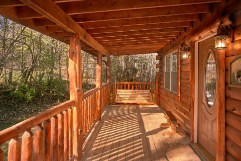 Private 2 Bedroom Cabin with Porch Swing - Beary Dashing