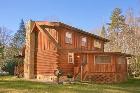 Gatlinburg Cabin with Private Location and Yard - Beary Dashing