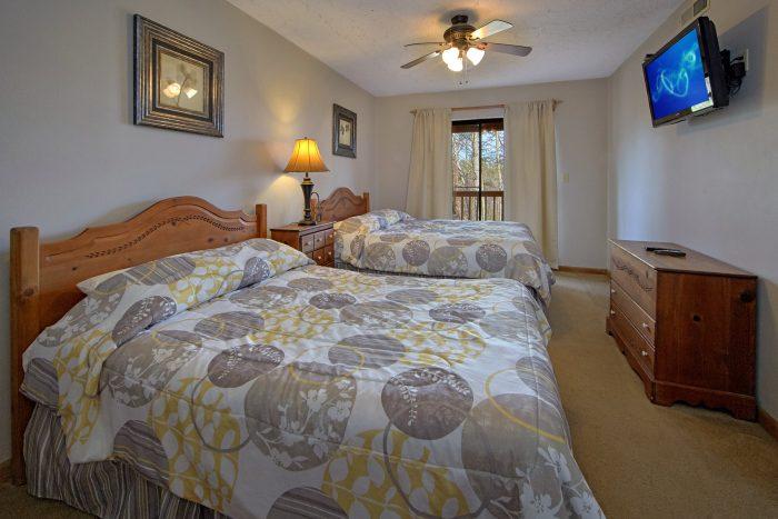 Large Bedroom with 2 Queen Beds Sleep 6 - Bella Casa