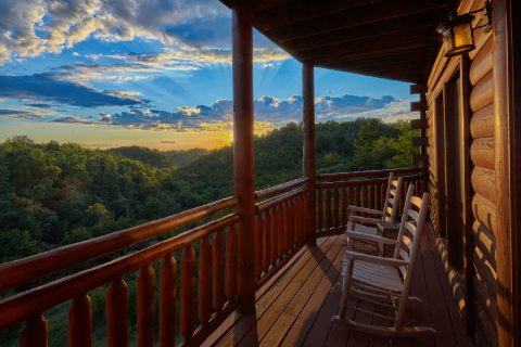 Spacious 3 Bedroom Cabin with Mountain View - Best Little Pool House In The Smokies