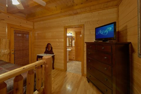 Master Bedroom with King Bed and Flat Screen TV - Best Little Pool House In The Smokies