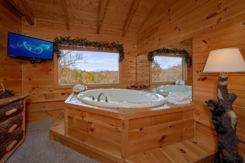 Master Bedroom with King Bed and Jacuzzi - Big Bear Lodge