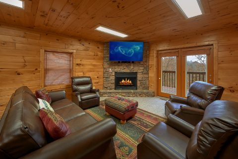 Spacious 5 Bedroom Cabin with Big Screen TV - Big Bear Lodge