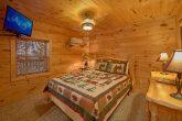 Queen Bedroom with Flatscreen TV Sleeps 12