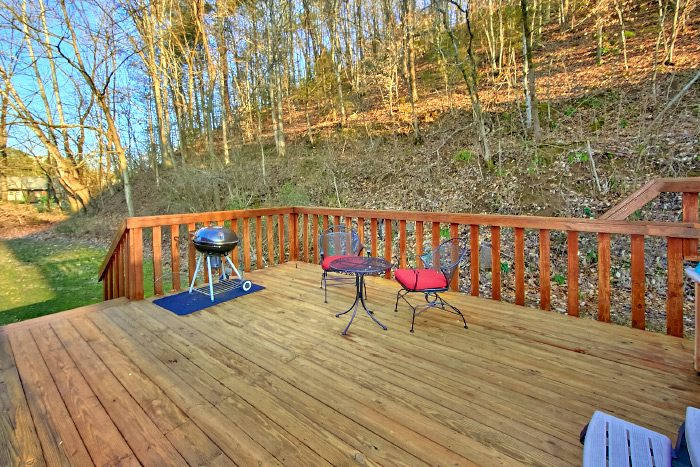Luxury Cabin with Grill and Private Deck - Lacey's Lodge
