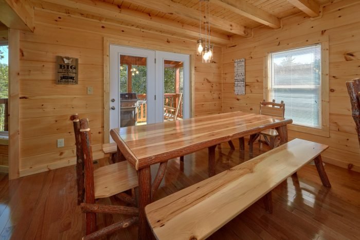 Spacious Fully Equipped Kitchen 5 Bedroom Cabin - Big Mack Lodge