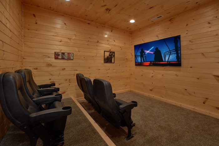 Theater Room 5 Bedroom Cabin Sleeps 14 - Big Mack Lodge