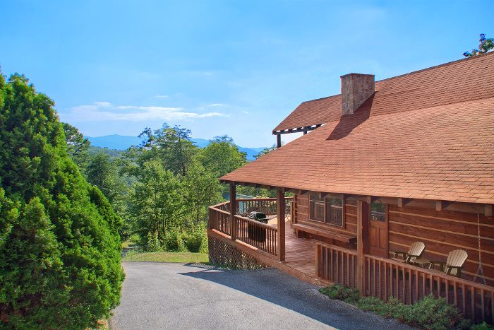 Cabin with Deck on Three sides - Big Sky View