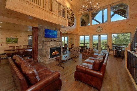 Spacious 16 Bedroom Indoor Pool Cabin - Big Vista Lodge
