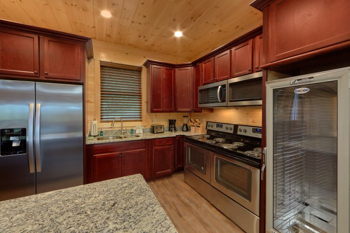 Large Kitchen with Two of all Appliances - Big Vista Lodge