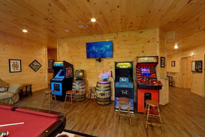 Multiple Arcade Games in Game Room - Big Vista Lodge