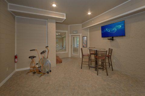 Seating Area and Bath Room off Pool Area - Big Vista Lodge