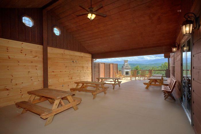 Spacious Covered Picnic Area with Views - Big Vista Lodge