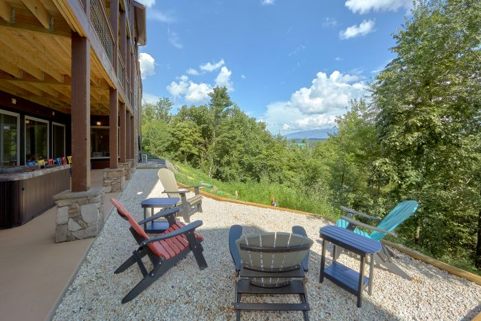 Outdoor Seating Off the Pool Area - Big Vista Lodge