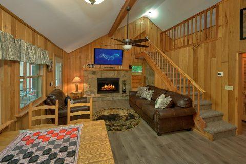 Rustic 2 bedroom cabin with wooded view - Black Bear Hideaway