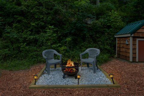 Fire Pit 2 Bedroom Cabin Sleeps 8 - Black Bear Hideaway
