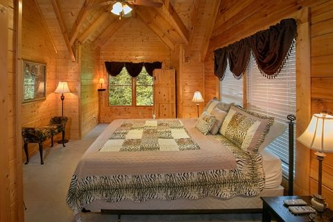 Cabin with Private King Bedroom and Jacuzzi Tub - Blackberry Inn