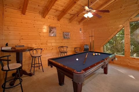 2 Bedroom Cabin with Pool Table and Resort Pool - Blackberry Inn