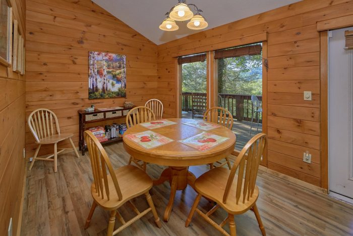 2 Bedroom Cabin Sleeps 6 with Dining Room - Blessed Memories