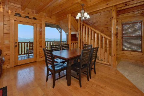 Spacious 3 Bedroom Cabin with Dining Table - Blue Sky
