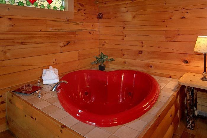 Gatlinburg Cabin with Private Jacuzzi Tub - BlueBaery Hill