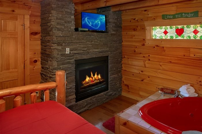 Cabin with King Bed, Jacuzzi and Fireplace - BlueBaery Hill