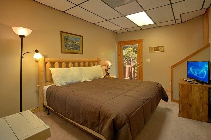 King Size Bedroom in 3 Bedroom Cabin - BlueBaery Hill