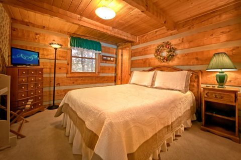 Cabin with Queen bedroom and private bath - Bluff Haven