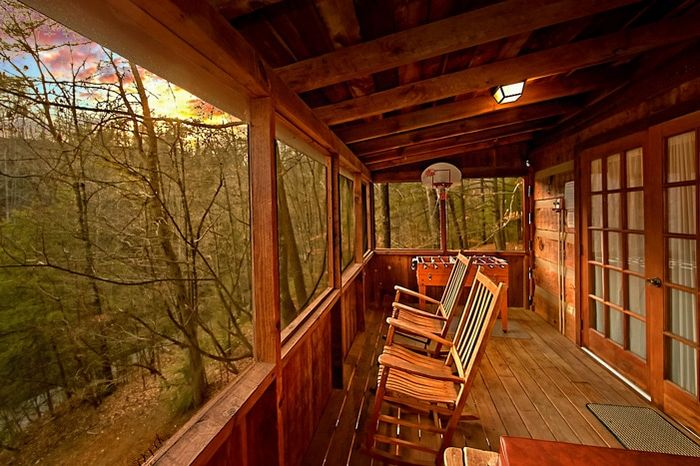 Cabin with back deck facing wooded view - Bluff Haven